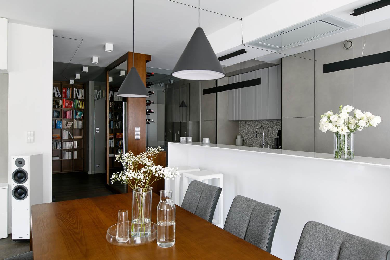 Jasne, minimalistyczne mieszkanie w Krakowie. Mieszkanie projektowane przez DelaBartman.